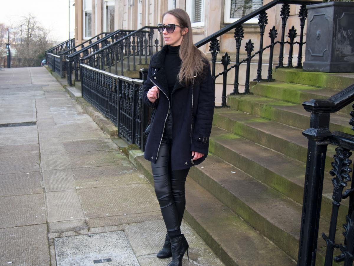 Petite-Paulina---All-Black-Casual-Outfit-5