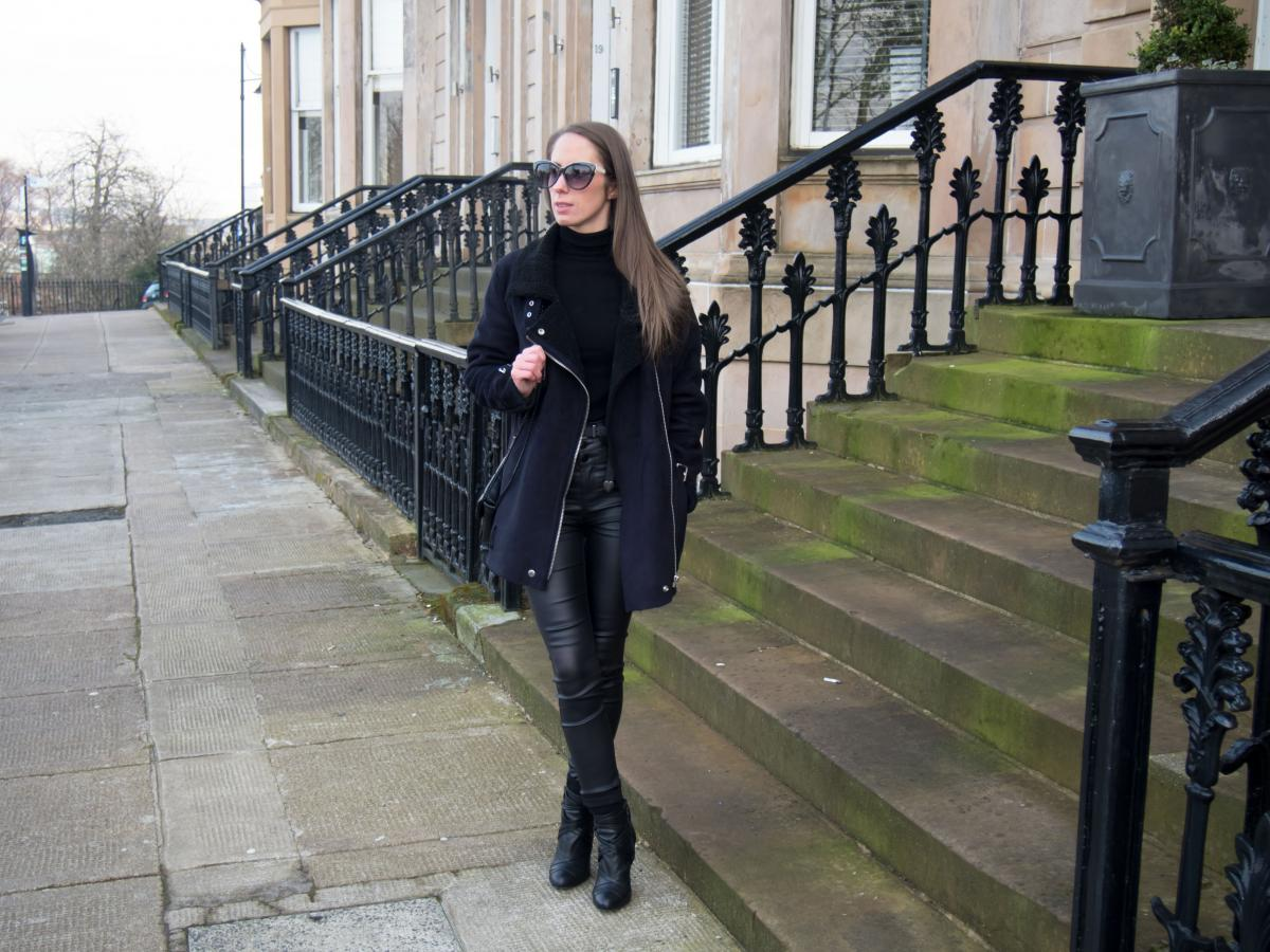 Petite-Paulina---All-Black-Casual-Outfit-8