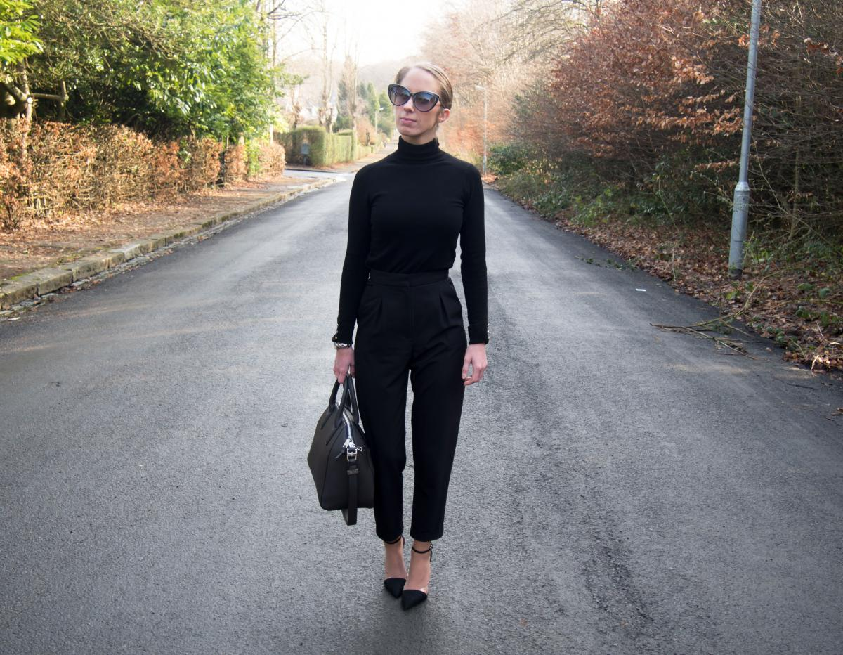 Work-Outfit---All-Black---Petite-Paulina-11