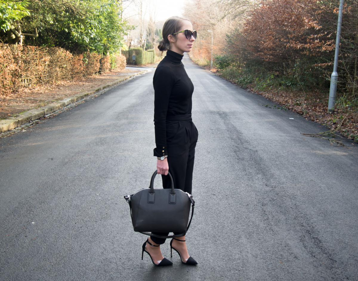 Work-Outfit---All-Black---Petite-Paulina-14