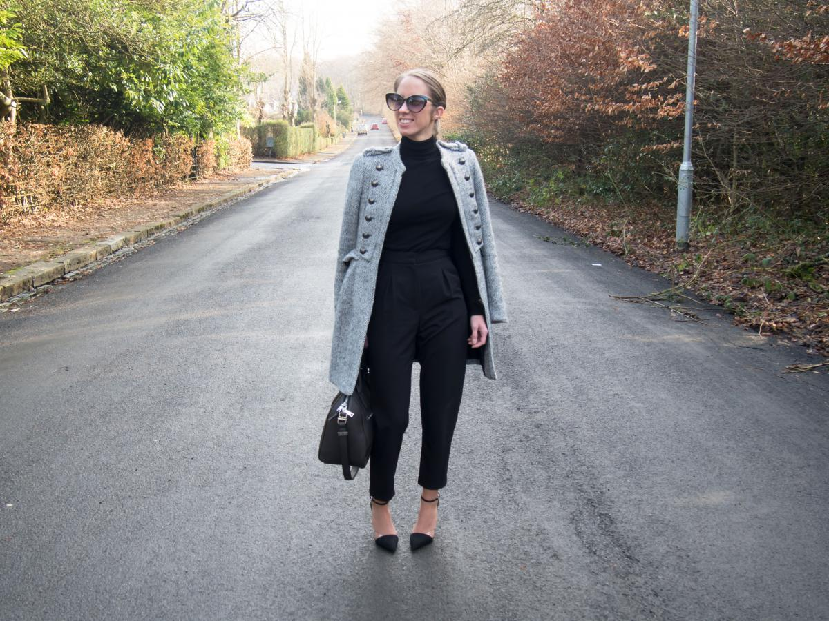 Work-Outfit---All-Black---Petite-Paulina-30