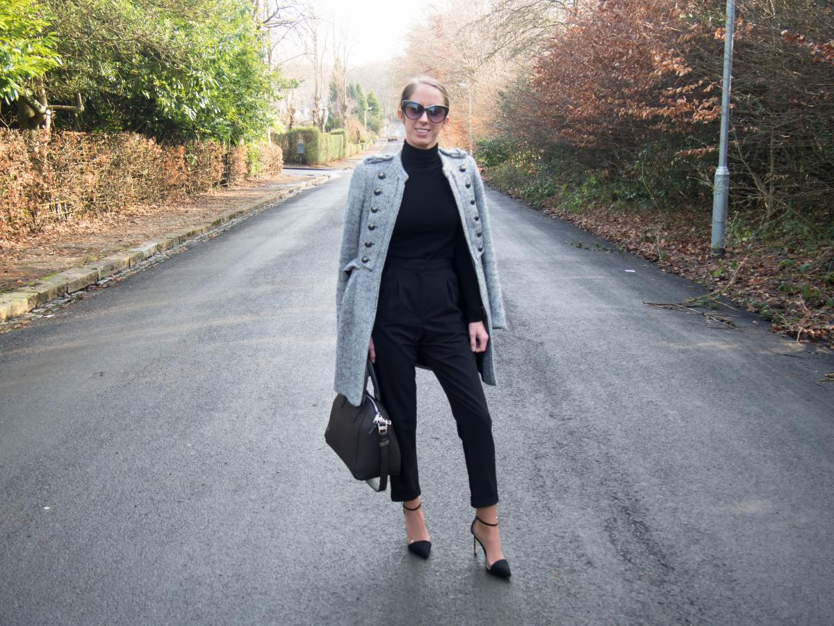 Work-Outfit---All-Black---Petite-Paulina-31