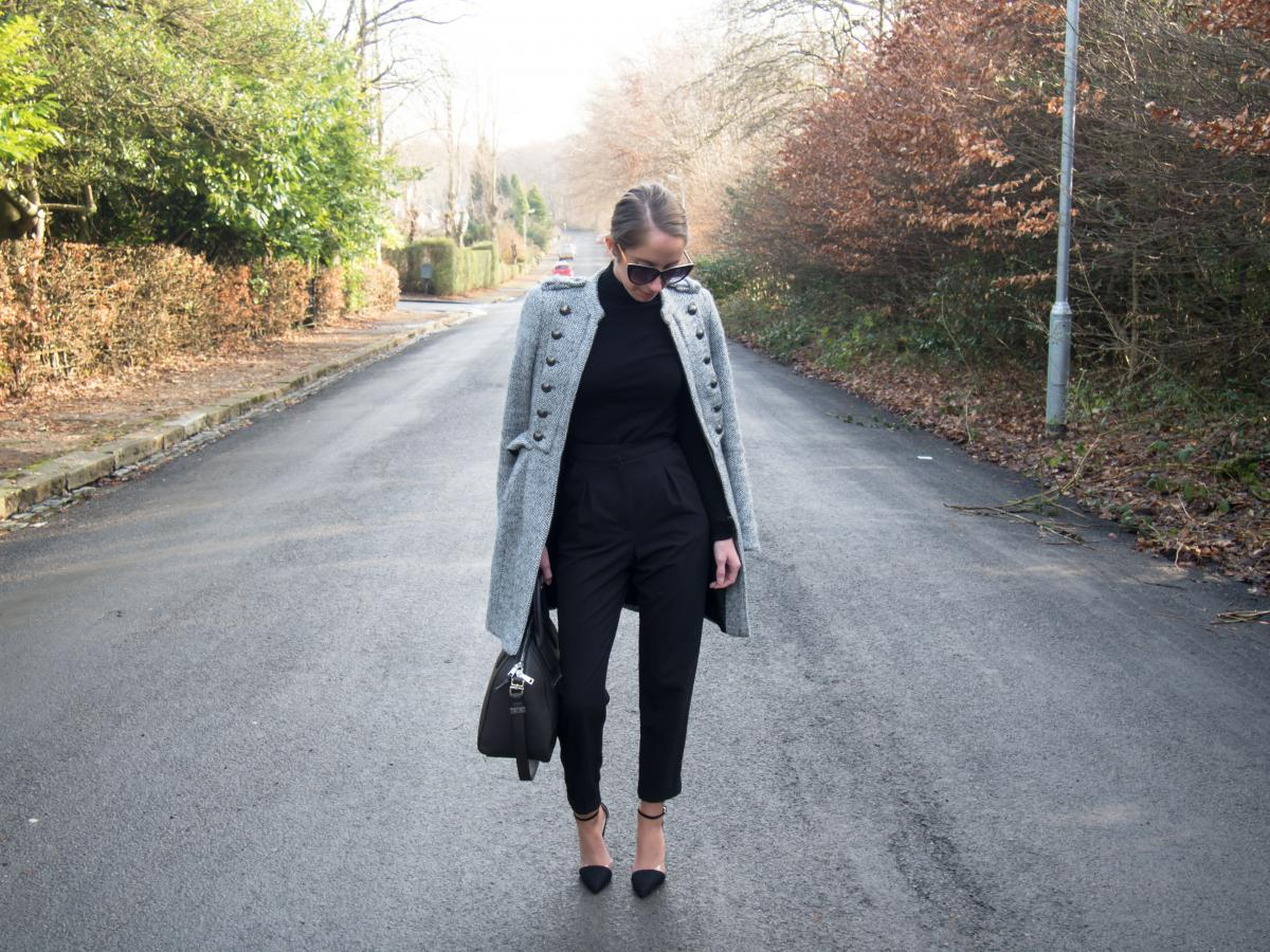 Work-Outfit---All-Black---Petite-Paulina-32