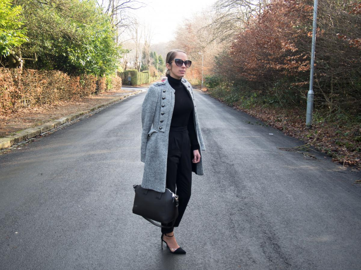 Work-Outfit---All-Black---Petite-Paulina-33