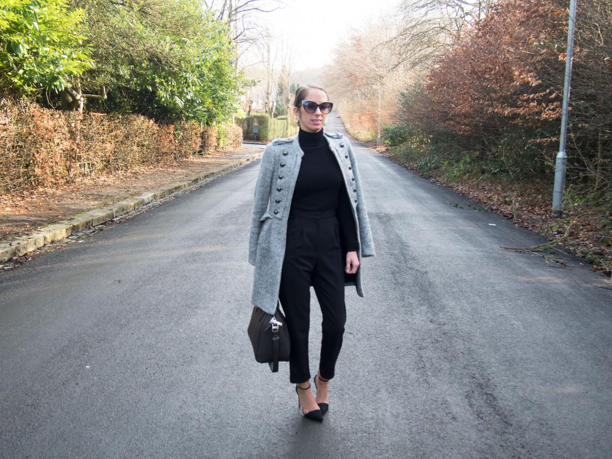 Work-Outfit---All-Black---Petite-Paulina-34