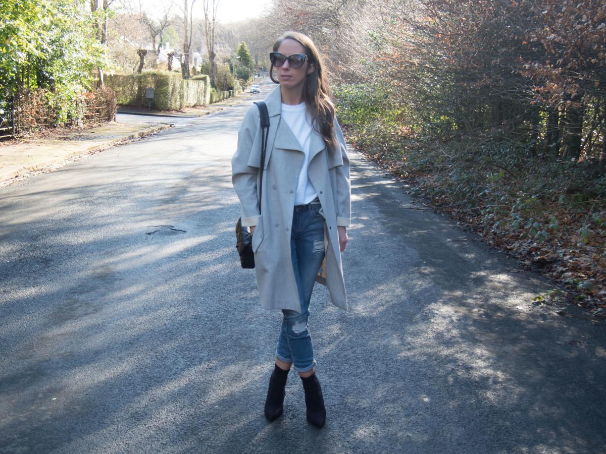 Petite-Paulina---Jeans-White-Tee-22