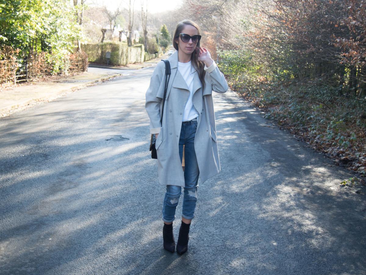 Petite-Paulina---Jeans-White-Tee-23