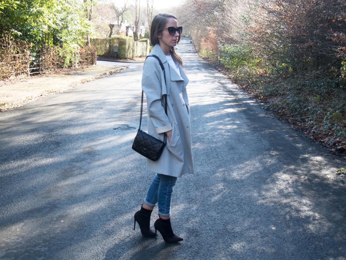 Petite-Paulina---Jeans-White-Tee-24