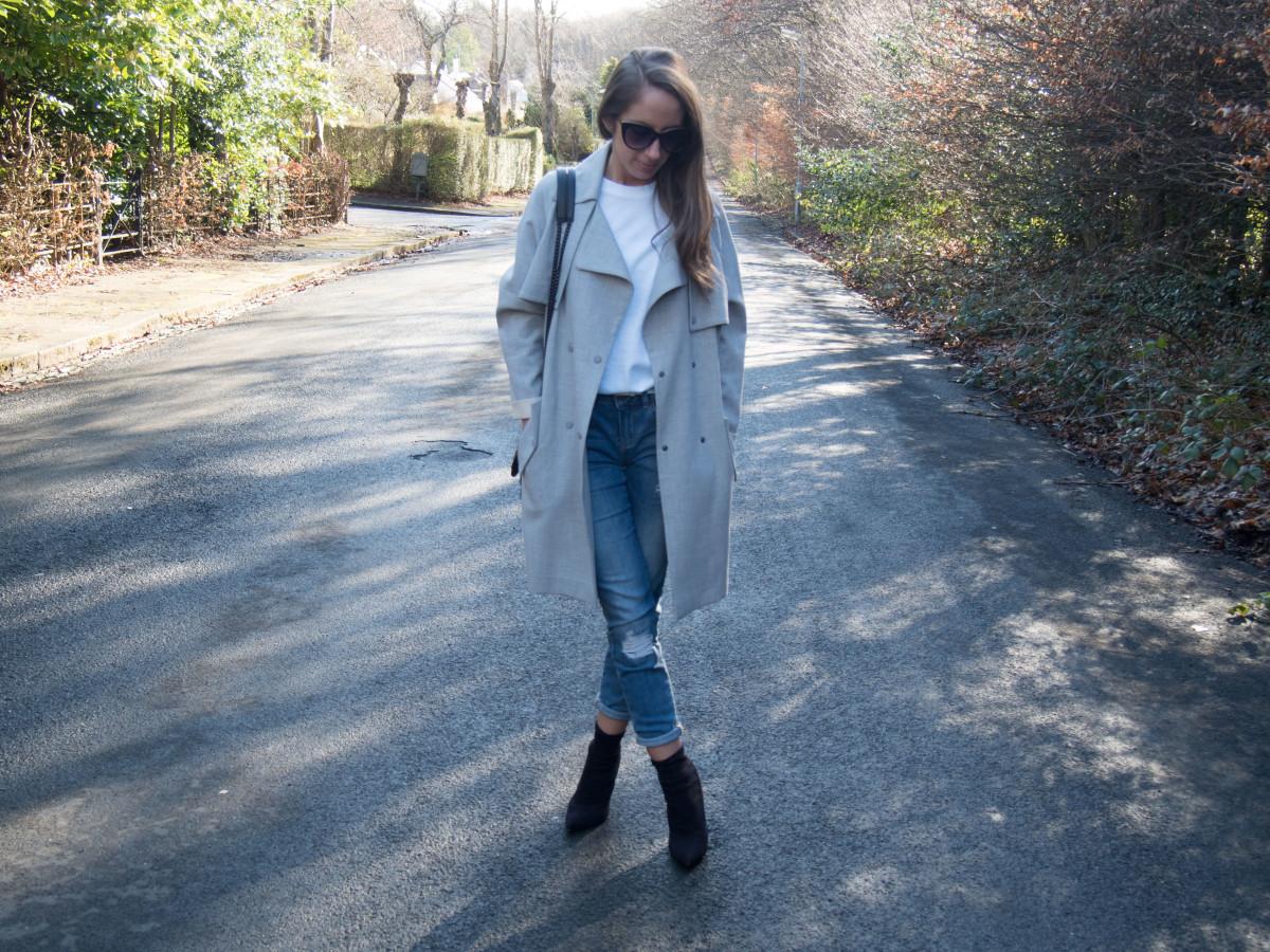 Petite-Paulina---Jeans-White-Tee-25