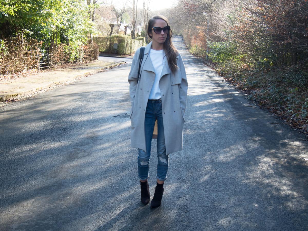 Petite-Paulina---Jeans-White-Tee-26
