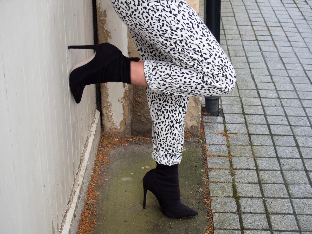Petite-Paulina---Zara-Black-&-White-Trousers-2